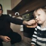 seimos-kaledine-fotosesija-namuose-gyvos-nuotraukos-goodlife-photography-33
